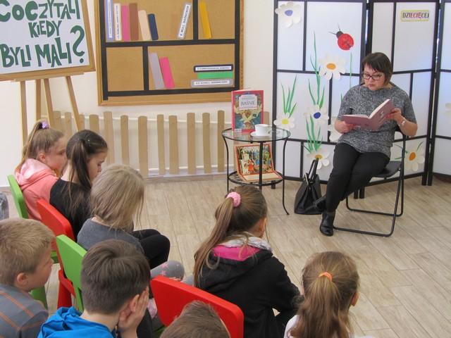 """""""Co czytali, gdy byli mali?"""" – spotkanie z p. Mariolą Kamińską"""